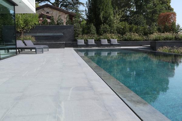 2 styles de terrasses en pierre naturelle !