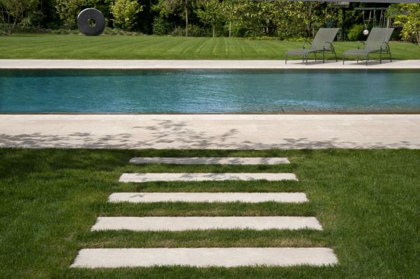 Osez la terrasse en pierre naturelle !