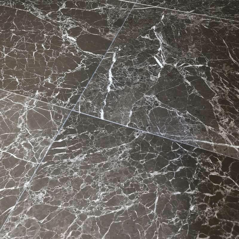 Dallage marbre brun Elva Brown intérieur