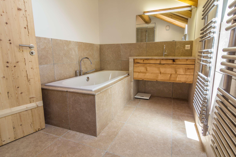 Salle de bain Travertin Beige | Réalisations - Capri