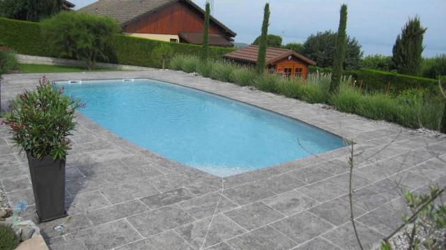 Terrasse et piscine dallage calcaire Artemis